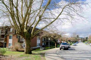 Photo 2: 305 33850 FERN Street in Abbotsford: Central Abbotsford Condo for sale : MLS®# R2463622