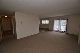 Photo 5: 305 33850 FERN Street in Abbotsford: Central Abbotsford Condo for sale : MLS®# R2463622
