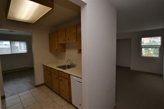 Photo 3: 305 33850 FERN Street in Abbotsford: Central Abbotsford Condo for sale : MLS®# R2463622