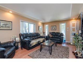 Photo 4: 9316 122 Street in Surrey: Queen Mary Park Surrey House for sale : MLS®# R2475045