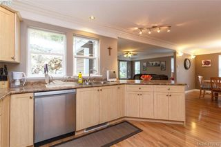 Photo 9: 133 Gibraltar Bay Drive in VICTORIA: VR Six Mile Single Family Detached for sale (View Royal)  : MLS®# 419979