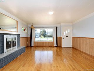 Photo 3: 4099 Glanford Avenue in VICTORIA: SW Glanford Single Family Detached for sale (Saanich West)  : MLS®# 423498