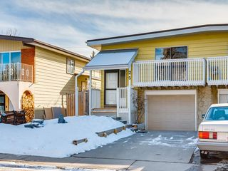 Photo 2: 25 Silverdale PL NW in Calgary: Silver Springs House for sale : MLS®# C4290404