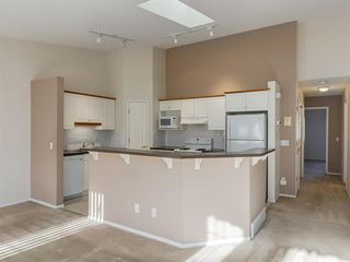 Photo 8: 112 Valley Ridge Heights NW in Calgary: Valley Ridge Row/Townhouse for sale : MLS®# A1045679