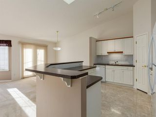 Photo 10: 112 Valley Ridge Heights NW in Calgary: Valley Ridge Row/Townhouse for sale : MLS®# A1045679