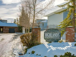 Photo 1: 112 Valley Ridge Heights NW in Calgary: Valley Ridge Row/Townhouse for sale : MLS®# A1045679