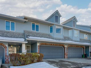 Photo 2: 112 Valley Ridge Heights NW in Calgary: Valley Ridge Row/Townhouse for sale : MLS®# A1045679