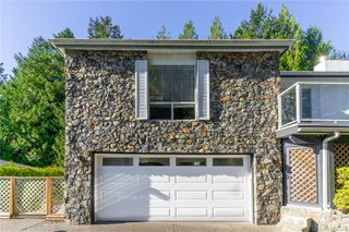 Photo 3: 4794 Amblewood Dr in : SE Broadmead House for sale (Saanich East)  : MLS®# 860189