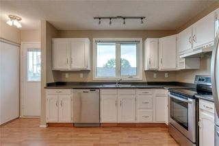Photo 9: 6807 24 Avenue NE in Calgary: Pineridge Detached for sale : MLS®# C4258740