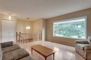 Photo 3: 6807 24 Avenue NE in Calgary: Pineridge Detached for sale : MLS®# C4258740