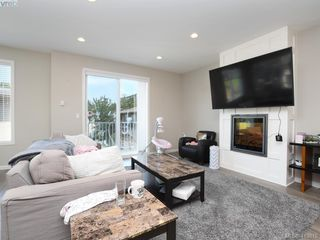 Photo 2: 11 3356 Whittier Ave in VICTORIA: SW Rudd Park Row/Townhouse for sale (Saanich West)  : MLS®# 820607