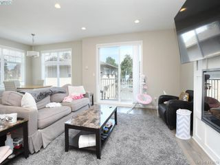 Photo 3: 11 3356 Whittier Ave in VICTORIA: SW Rudd Park Row/Townhouse for sale (Saanich West)  : MLS®# 820607