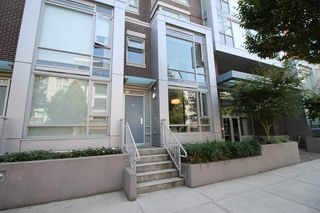"Main Photo: 536 W 7TH Avenue in Vancouver: Fairview VW Townhouse for sale in ""CAMBIE + 7"" (Vancouver West)  : MLS®# R2409955"