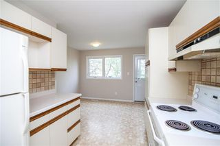 Photo 3: 103 Bernadine Crescent in Winnipeg: Crestview Residential for sale (5H)  : MLS®# 202011362
