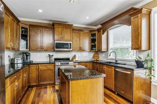"""Photo 8: 17968 71A Avenue in Surrey: Cloverdale BC House for sale in """"Provinceton"""" (Cloverdale)  : MLS®# R2492909"""