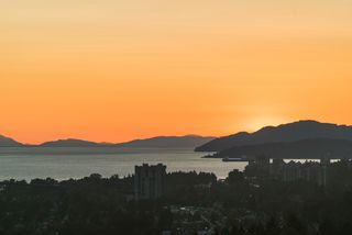 Photo 10: 1606 150 W 15TH STREET in North Vancouver: Central Lonsdale Condo for sale : MLS®# R2403265
