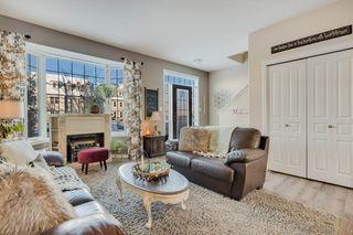 Photo 3: 9811 105 Avenue: Morinville Attached Home for sale : MLS®# E4197943