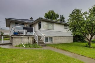 Photo 1: 4823 1 Street NE in Calgary: Greenview Detached for sale : MLS®# C4306006