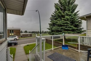Photo 2: 4823 1 Street NE in Calgary: Greenview Detached for sale : MLS®# C4306006