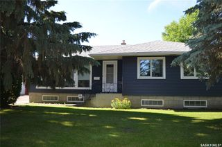 Photo 1: 25 22nd Street East in Prince Albert: East Hill Residential for sale : MLS®# SK817043