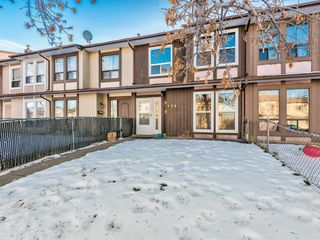 Main Photo: 124 Berkley Way NW in Calgary: Beddington Heights Row/Townhouse for sale : MLS®# A1052242