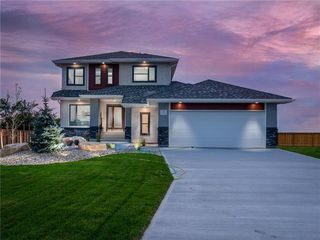 Photo 1: 47 Creemans Crescent in Winnipeg: Charleswood Residential for sale (1H)  : MLS®# 202100354