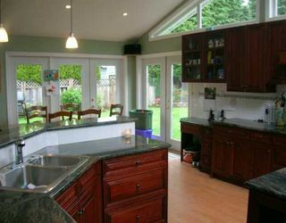 """Photo 5: 1126 BEECHWOOD CR in North Vancouver: Norgate House for sale in """"NORGATE"""" : MLS®# V589298"""