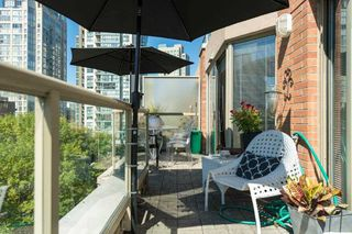 "Photo 18: 502 1488 HORNBY Street in Vancouver: Yaletown Condo for sale in ""PACIFIC PROMENADE - TERRACE BLDG"" (Vancouver West)  : MLS®# R2403164"