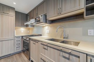 """Photo 2: 718 5665 BOUNDARY Road in Vancouver: Collingwood VE Condo for sale in """"WALL CENTRE CENTRAL PARK"""" (Vancouver East)  : MLS®# R2431839"""