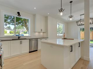 Photo 5: 1027 Tolmie Ave in : Vi Mayfair House for sale (Victoria)  : MLS®# 852128