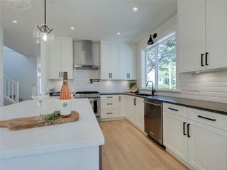 Photo 6: 1027 Tolmie Ave in : Vi Mayfair House for sale (Victoria)  : MLS®# 852128