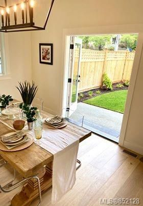 Photo 7: 1027 Tolmie Ave in : Vi Mayfair House for sale (Victoria)  : MLS®# 852128