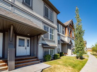 Photo 2: 450 130 New Brighton Way SE in Calgary: New Brighton Row/Townhouse for sale : MLS®# A1057507