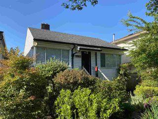 Photo 2: 3260 GRAVELEY Street in Vancouver: Renfrew VE House for sale (Vancouver East)  : MLS®# R2456621