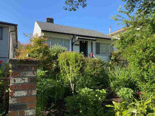 Photo 3: 3260 GRAVELEY Street in Vancouver: Renfrew VE House for sale (Vancouver East)  : MLS®# R2456621