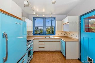 Photo 9: 121 Robertson St in : Vi Fairfield East House for sale (Victoria)  : MLS®# 854359