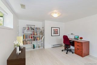 Photo 18: 121 Robertson St in : Vi Fairfield East House for sale (Victoria)  : MLS®# 854359