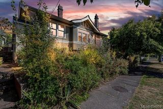 Photo 2: 121 Robertson St in : Vi Fairfield East House for sale (Victoria)  : MLS®# 854359