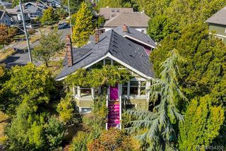 Photo 3: 121 Robertson St in : Vi Fairfield East House for sale (Victoria)  : MLS®# 854359