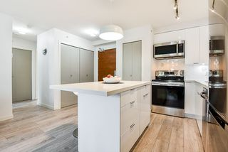 """Photo 8: 310 161 W GEORGIA Street in Vancouver: Downtown VW Condo for sale in """"COSMO"""" (Vancouver West)  : MLS®# R2503514"""
