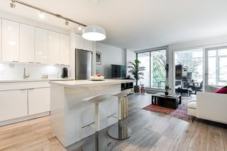 """Photo 4: 310 161 W GEORGIA Street in Vancouver: Downtown VW Condo for sale in """"COSMO"""" (Vancouver West)  : MLS®# R2503514"""