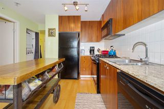 "Photo 11: 306 1030 W BROADWAY Street in Vancouver: Fairview VW Condo for sale in ""La Columa"" (Vancouver West)  : MLS®# R2388638"