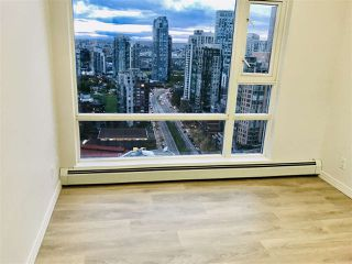 "Photo 6: 3208 198 AQUARIUS Mews in Vancouver: Yaletown Condo for sale in ""AQUARIUS II"" (Vancouver West)  : MLS®# R2422865"
