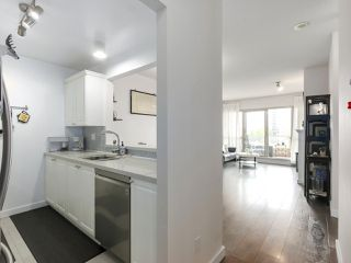 """Photo 12: 1004 6838 STATION HILL Drive in Burnaby: South Slope Condo for sale in """"Belgravia"""" (Burnaby South)  : MLS®# R2491540"""