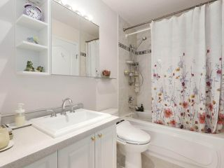 """Photo 15: 1004 6838 STATION HILL Drive in Burnaby: South Slope Condo for sale in """"Belgravia"""" (Burnaby South)  : MLS®# R2491540"""