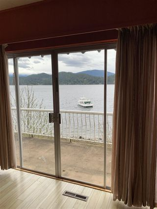 "Photo 13: 462 MARINE Drive in Gibsons: Gibsons & Area House for sale in ""Lower Village"" (Sunshine Coast)  : MLS®# R2457861"