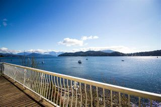 "Photo 1: 462 MARINE Drive in Gibsons: Gibsons & Area House for sale in ""Lower Village"" (Sunshine Coast)  : MLS®# R2457861"