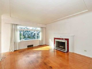 Photo 4: 3537 DUNDAS Street in Vancouver: Hastings House for sale (Vancouver East)  : MLS®# R2409470