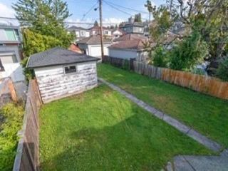 Photo 16: 3537 DUNDAS Street in Vancouver: Hastings House for sale (Vancouver East)  : MLS®# R2409470