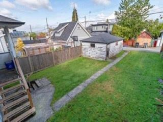 Photo 17: 3537 DUNDAS Street in Vancouver: Hastings House for sale (Vancouver East)  : MLS®# R2409470